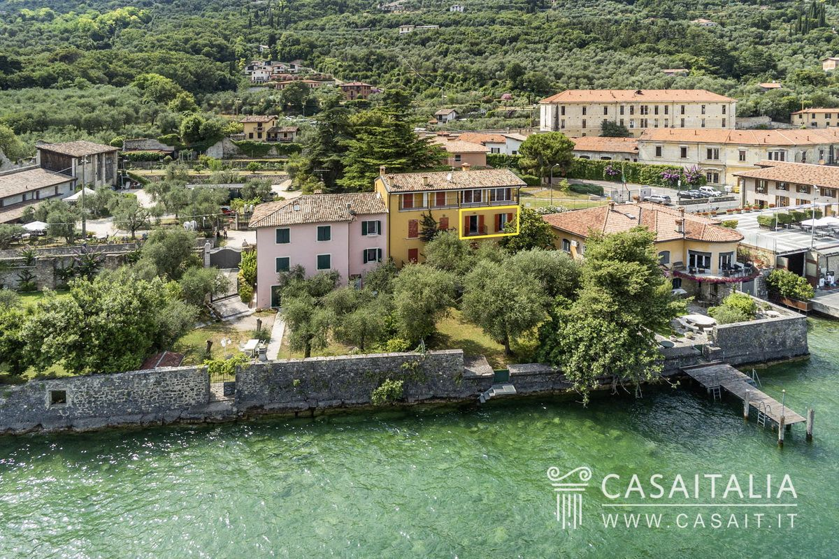 Aparment for sale with lake Garda view