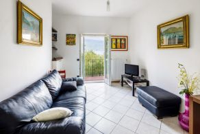 Apartment with garden for sale on Lake Garda