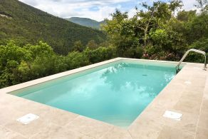 Country villa with swimming pool for sale in Spoleto