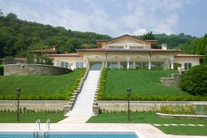 Villa with swimmng pool for sale in Stresa
