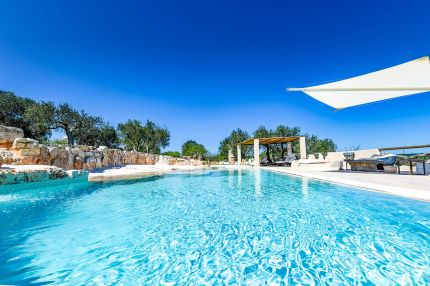 Trullo with swimming pool for sale in Puglia, Ostuni