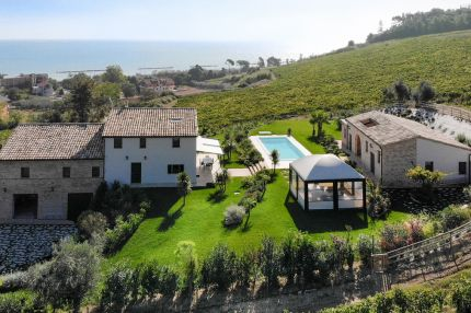 Luxury villa with pool and sea view for sale in Le Marche