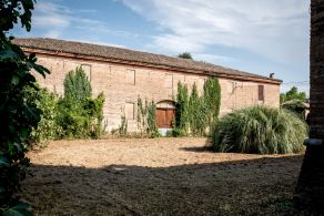Period villa with annexes for sale in Emilia Romagna