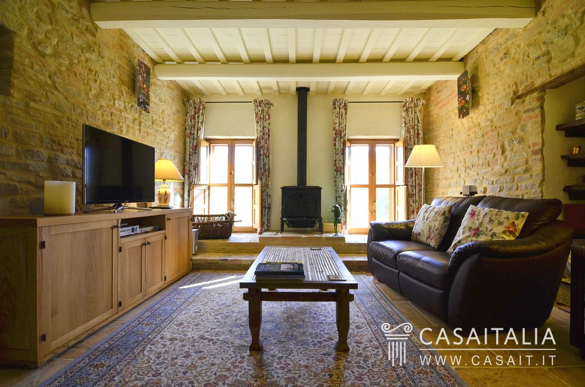 Farmhouse for sale in Le Marche, Loro Piceno
