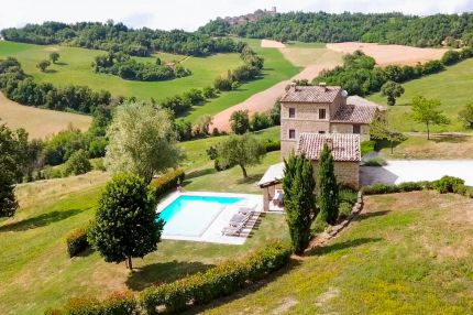 Farmhouse with swimming pool for sale in Le Marche, Gualdo