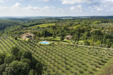 Country villa with swimming pool for sale in Chianti, Tuscany