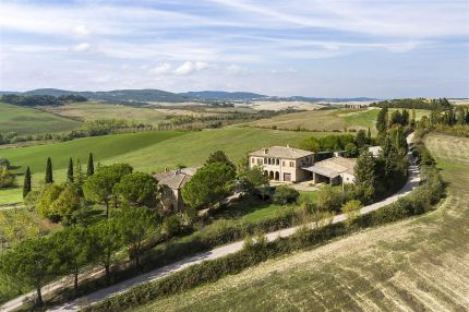 Country villa for sale in Tuscany, Crete Senesi