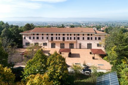 Convent in Umbria, between Assisi and Spello, for sale