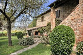Restored country villa for sale in Umbria, Casaitalia International