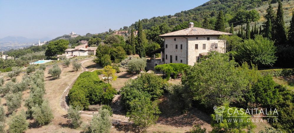 Luxury villa for sale in Assisi, Casaitalia International