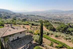 Panoramic villa for sale in Assisi