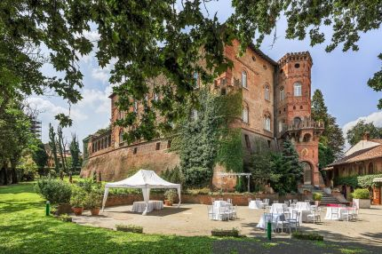 Castle for sale between Monferrato and Langhe