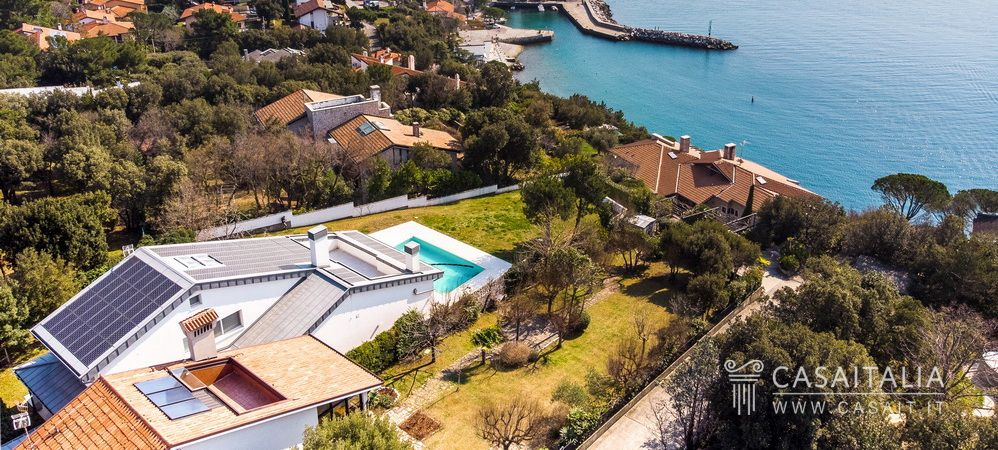 Luxury villa with swimming pool for sale in Duino, Casaitalia International