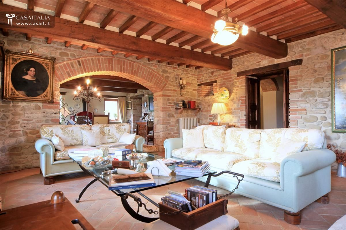 Renovated farmhouse in umbria with pool for Ville e casali interni
