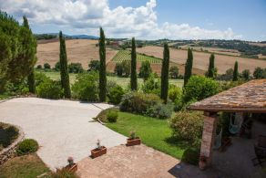 Panoramic farmhouse for sale in Umbria