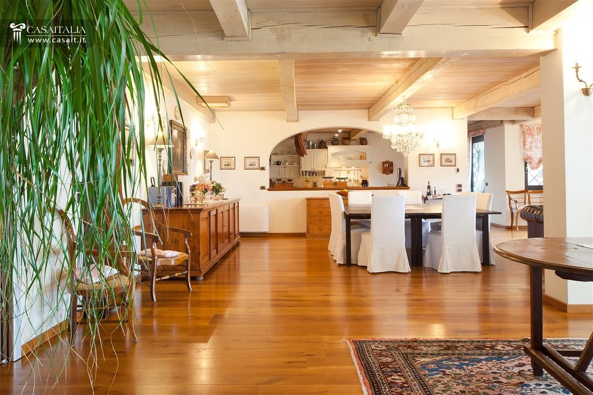 villa for sale on lake trasimeno
