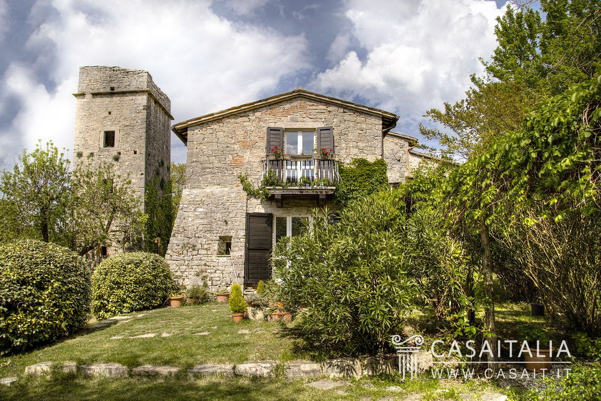 Umbria - For sale farmhouse between Todi and Orvieto