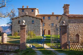 Antique property for sale in Umbria