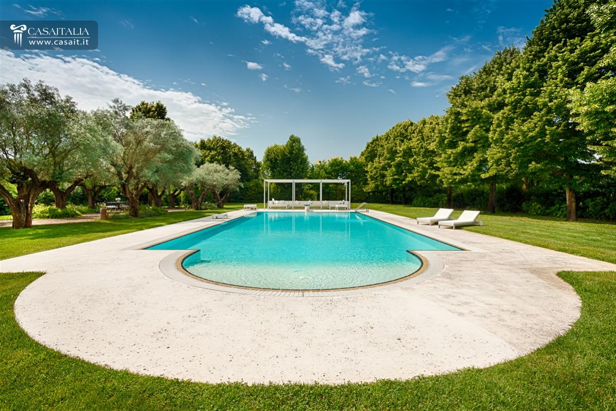 Luxury country home for sale near Venice