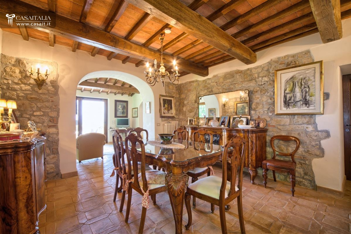 Todi - Farmhouse with vineyard and olive grove for sale