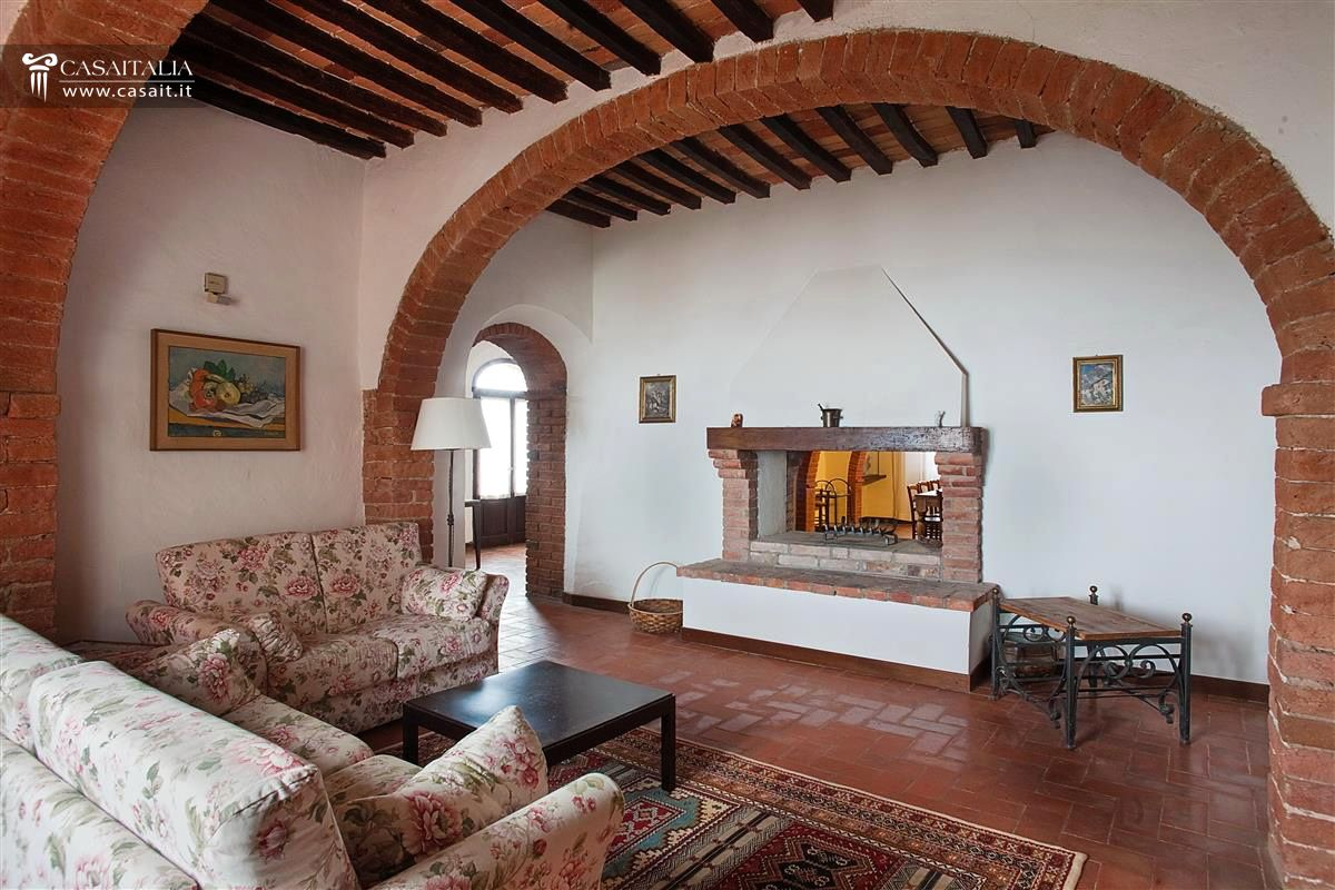 Tuscan Farmhouse For Sale In Val DOrcia