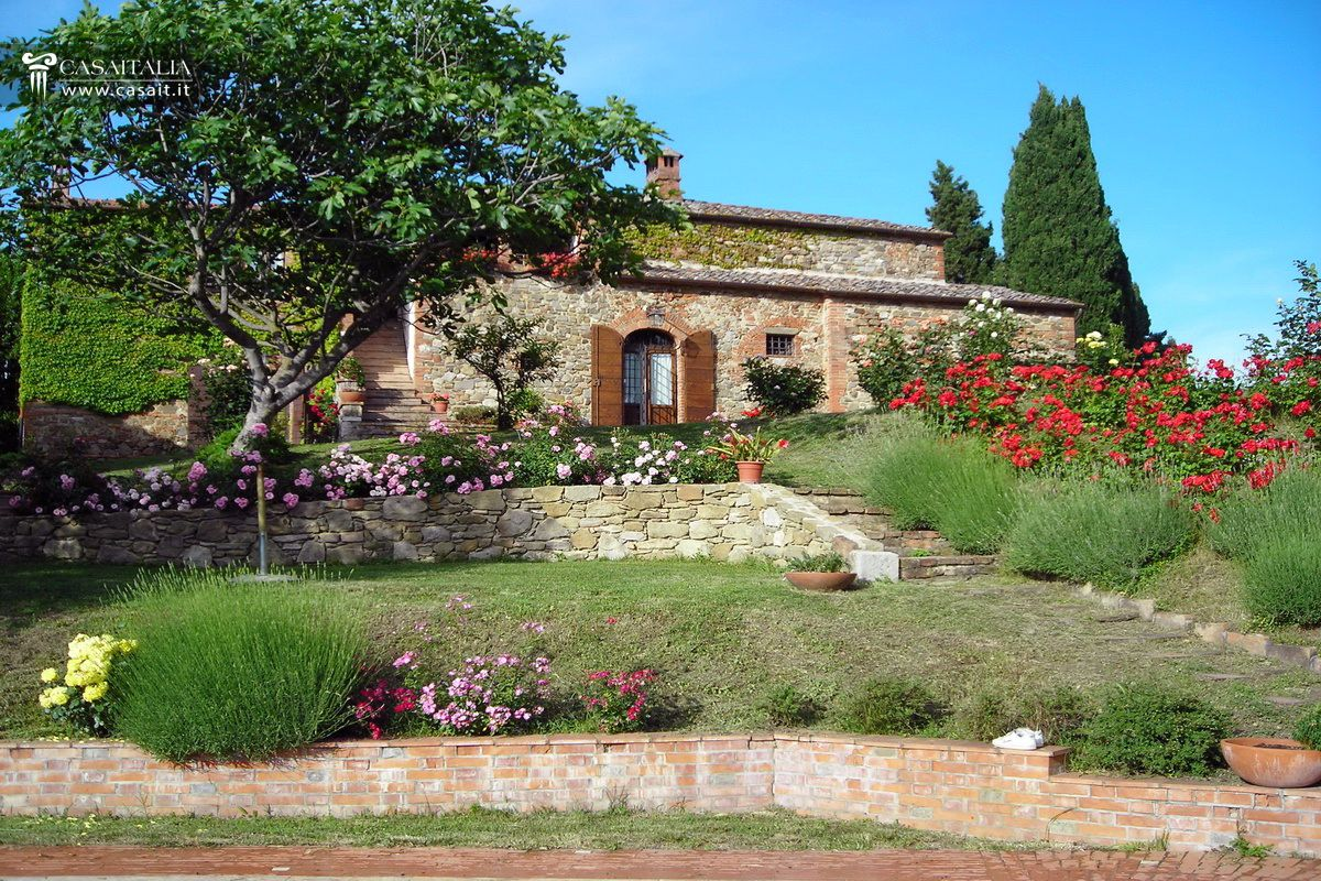 Tuscan Farmhouse For Sale In Val DOrcia